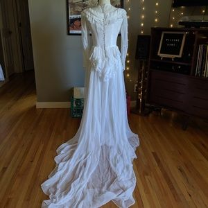 Darling 40s/50s vintage wedding dress w/ bustle